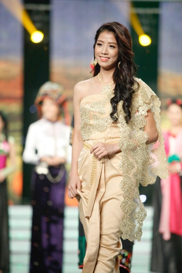 Liveshow 5 Hoa khoi Ao dai Viet Nam: Que Chi ngam ngui dung buoc hinh anh 20