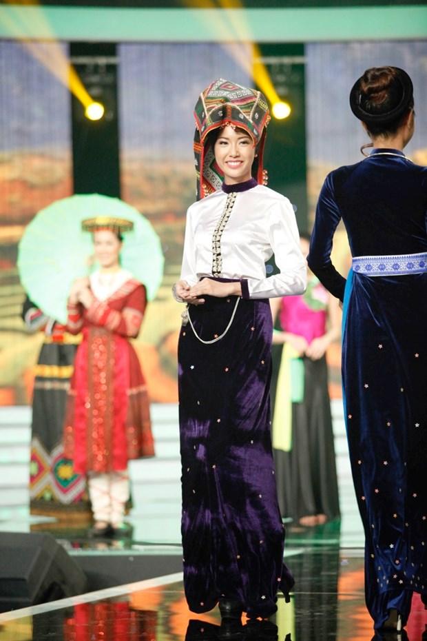 Liveshow 5 Hoa khoi Ao dai Viet Nam: Que Chi ngam ngui dung buoc hinh anh 21