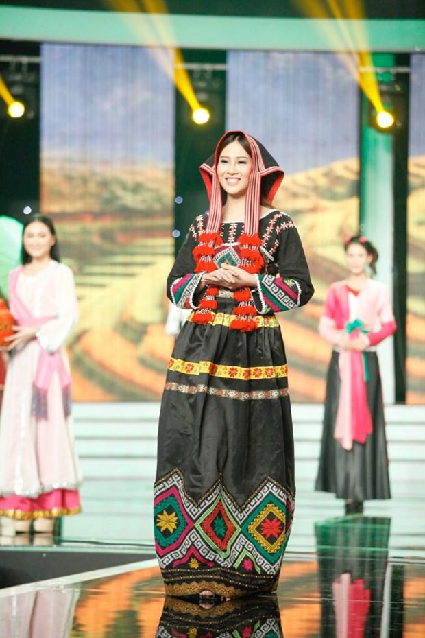 Liveshow 5 Hoa khoi Ao dai Viet Nam: Que Chi ngam ngui dung buoc hinh anh 22