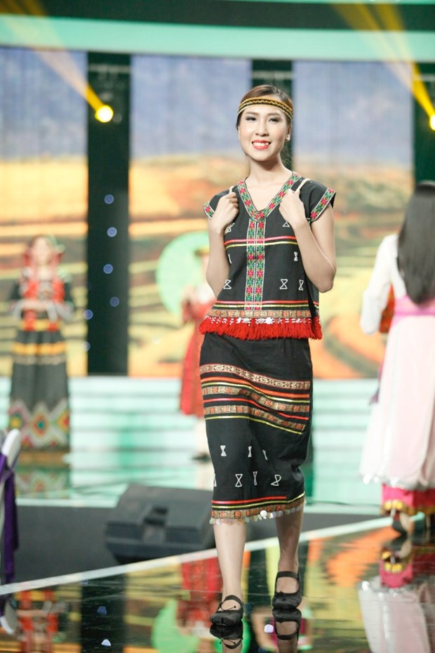 Liveshow 5 Hoa khoi Ao dai Viet Nam: Que Chi ngam ngui dung buoc hinh anh 24