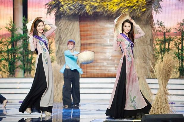 Liveshow 5 Hoa khoi Ao dai Viet Nam: Que Chi ngam ngui dung buoc hinh anh 9