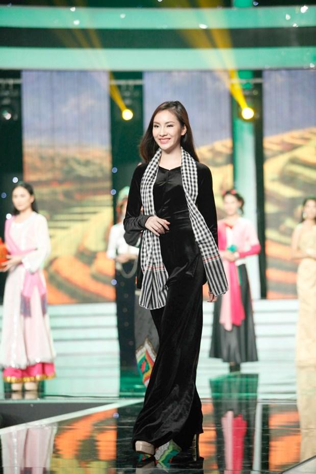 Liveshow 5 Hoa khoi Ao dai Viet Nam: Que Chi ngam ngui dung buoc hinh anh 25