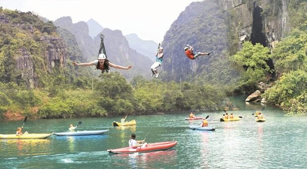 Choang ngop voi trai nghiem du day mao hiem tren song nuoc Quang Binh hinh anh 1