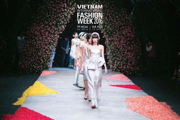 Vietnam International Fashion Week se to chuc hai lan moi nam tu 2016 hinh anh 4