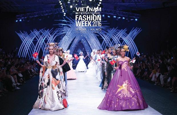 Vietnam International Fashion Week se to chuc hai lan moi nam tu 2016 hinh anh 1