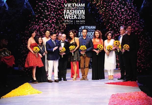 Vietnam International Fashion Week se to chuc hai lan moi nam tu 2016 hinh anh 11