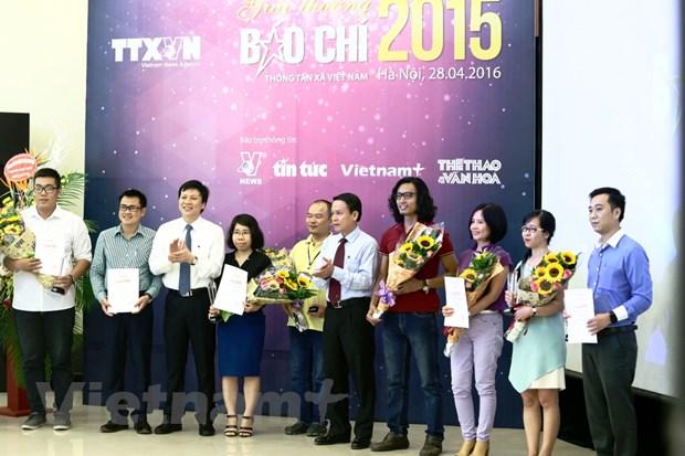"""Giai bao chi TTXVN 2015: """"Cuoc choi"""" cua thong tin da phuong tien hinh anh 2"""