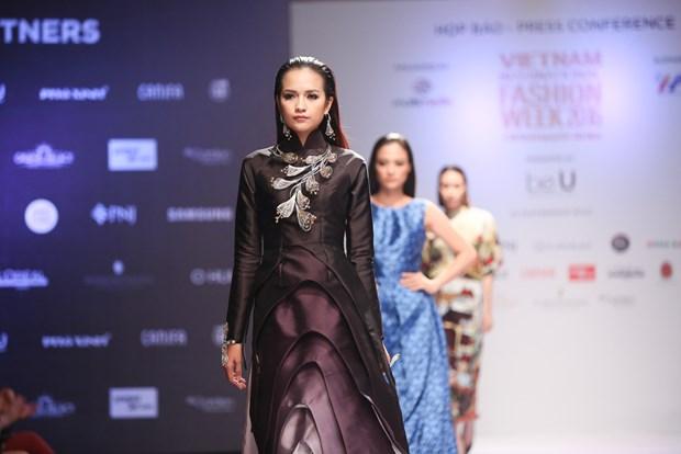 Se co hon 20 show dien an tuong tai Vietnam International Fashion Week hinh anh 1