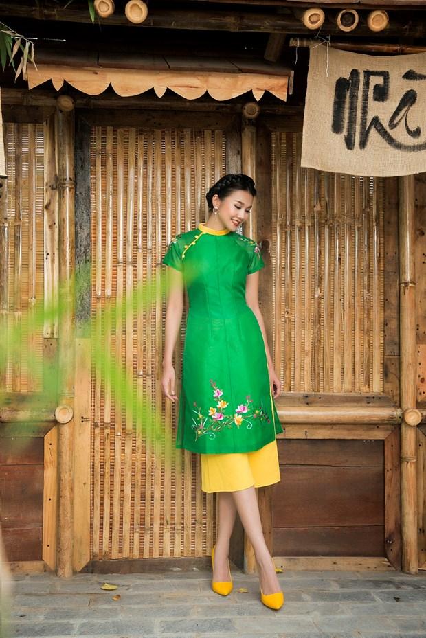 Sieu mau Thanh Hang goi y cach chon ao dai cach tan dien Tet hinh anh 7