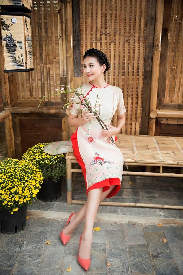 Sieu mau Thanh Hang goi y cach chon ao dai cach tan dien Tet hinh anh 3