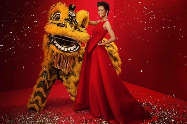 Top 3 Hoa hau Hoan vu Viet Nam 2017 'do ruc' mung Xuan moi hinh anh 2