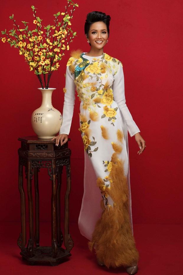 Top 3 Hoa hau Hoan vu Viet Nam 2017 'do ruc' mung Xuan moi hinh anh 5
