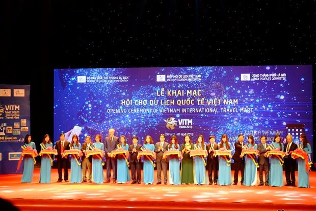 Pho Thu tuong Vu Duc Dam: 'Du lich la cau noi nhan dan cac nuoc' hinh anh 1