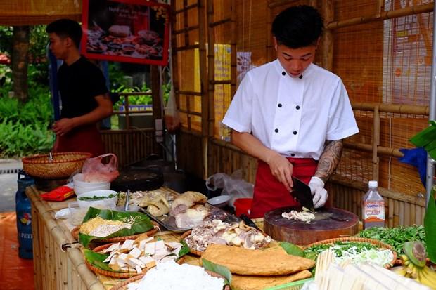 Pho Thu tuong Vu Duc Dam: 'Du lich la cau noi nhan dan cac nuoc' hinh anh 4