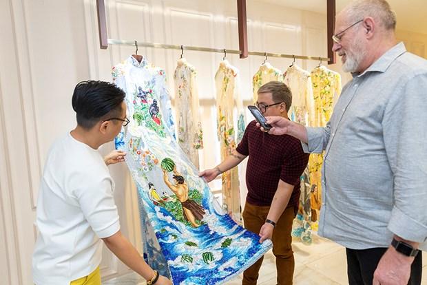 Cuu Tong Giam doc Jean Paul Gautier tham showroom Nguyen Cong Tri hinh anh 4