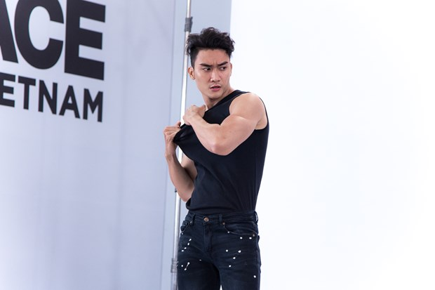 Dan thi sinh nam khien cac co van The Face 2018 'dieu dung' hinh anh 2