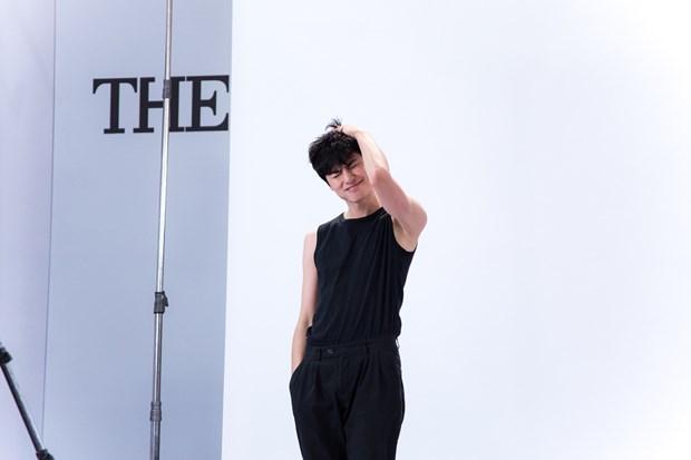 Dan thi sinh nam khien cac co van The Face 2018 'dieu dung' hinh anh 14