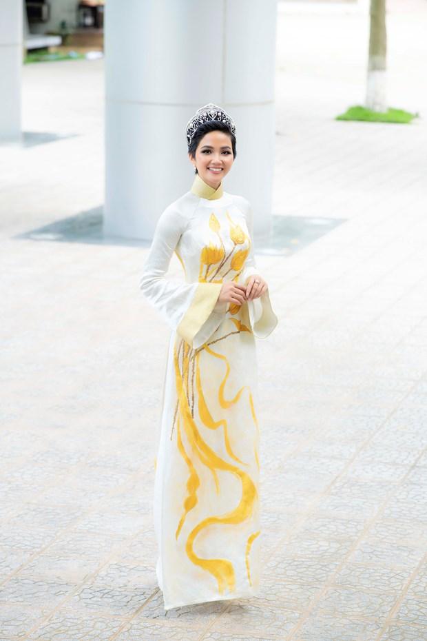Hoa hau H'Hen Nie: 'Chung ta hay chon cach vuot len so phan' hinh anh 4