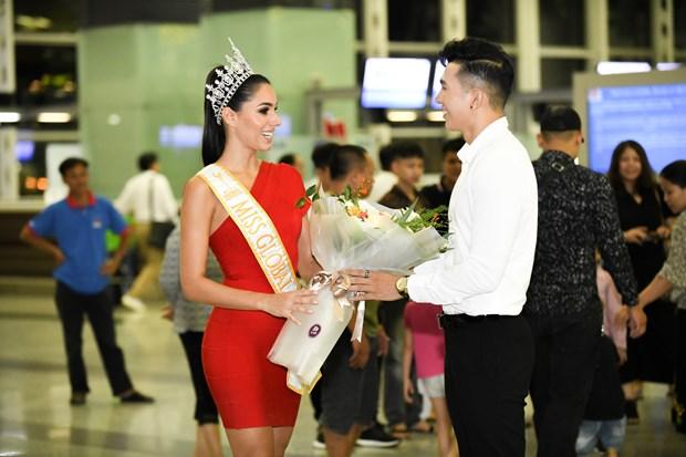 Hoa hau Quoc te 2017 duyen dang sanh vai voi Nam vuong Ngoc Tinh hinh anh 2