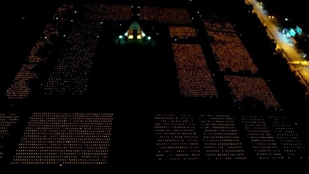 Thi sinh Hoa hau thap sang 11.000 'trai tim' tai nghia trang Viet-Lao hinh anh 8