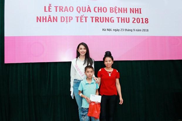Hoa hau Nhan ai mang Tet Trung Thu den voi tre em vien Nhi hinh anh 4