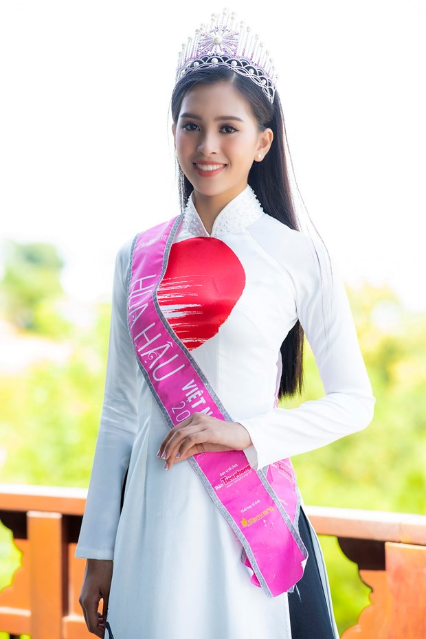 Top 3 Hoa hau Viet Nam thuot tha ao dai trong Le hoi Mat Troi moc hinh anh 5