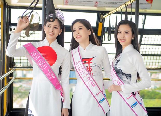 Top 3 Hoa hau Viet Nam thuot tha ao dai trong Le hoi Mat Troi moc hinh anh 8