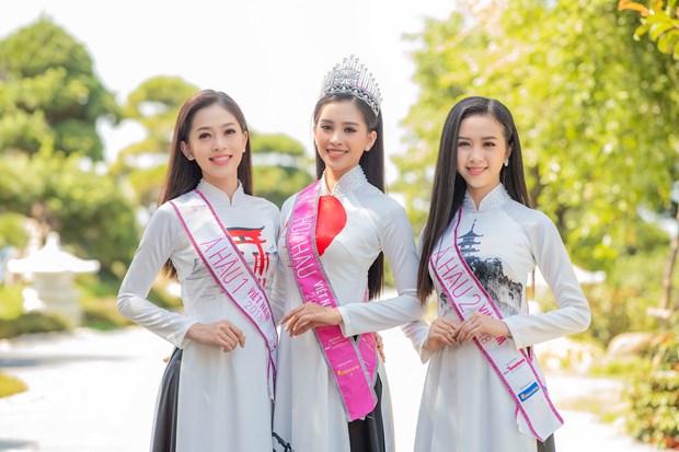 Top 3 Hoa hau Viet Nam thuot tha ao dai trong Le hoi Mat Troi moc hinh anh 11