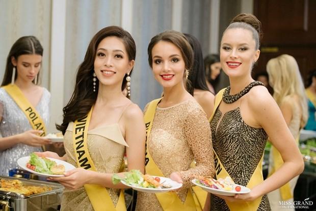 A hau Phuong Nga va no luc noi bat tai Miss Grand International 2018 hinh anh 28