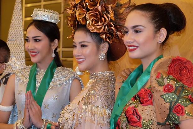 Dai dien Viet Nam thang phan thi trang phuc dan toc Miss Earth 2018 hinh anh 1