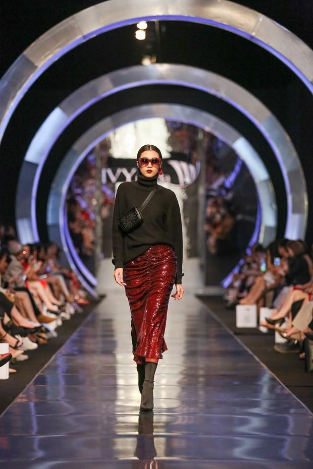 IVY moda Thu Dong 2018: Cuoc giao thoa giua co dien chau Au-duong dai hinh anh 2
