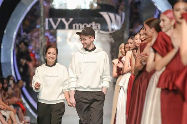 IVY moda Thu Dong 2018: Cuoc giao thoa giua co dien chau Au-duong dai hinh anh 1