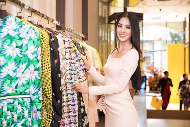 Miss World: Hoa hau Tieu Vy duoc cac nha thiet ke hang dau 'cham soc' hinh anh 2