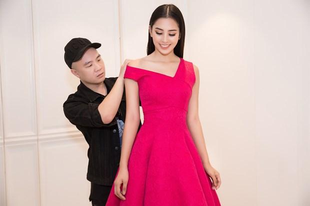 Miss World: Hoa hau Tieu Vy duoc cac nha thiet ke hang dau 'cham soc' hinh anh 1
