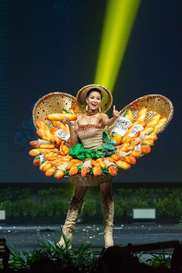 Miss Universe 2019: Trang phuc nao noi tiep 'Banh my' cua H'Hen Nie? hinh anh 1