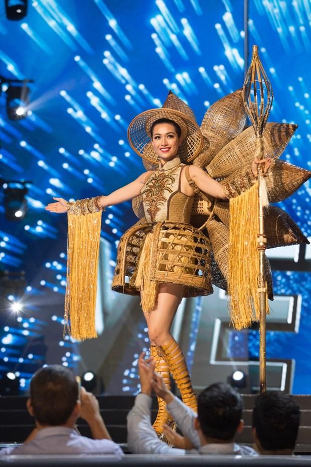 Miss Universe 2019: Trang phuc nao noi tiep 'Banh my' cua H'Hen Nie? hinh anh 3