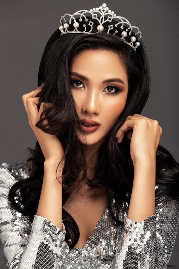 A hau Hoang Thuy duoc de cu chinh thuc tham gia Miss Universe 2019 hinh anh 2