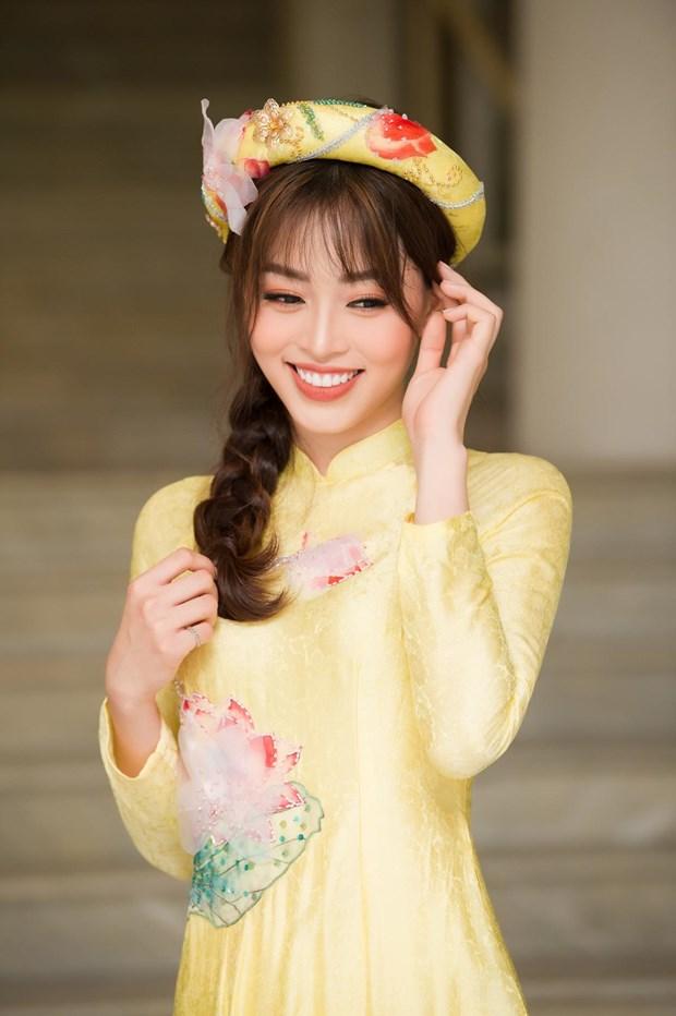 A hau Phuong Nga cung dan nguoi dep trinh dien bo suu tap 'Linh Sen' hinh anh 2