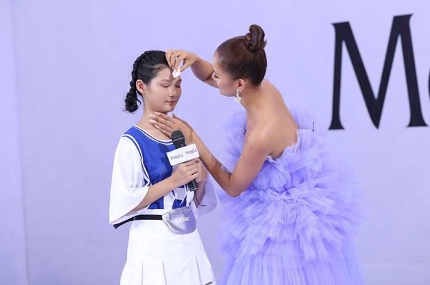 Model Kid Vietnam: 'Thien than nhi' gay an tuong voi huan luyen vien hinh anh 2