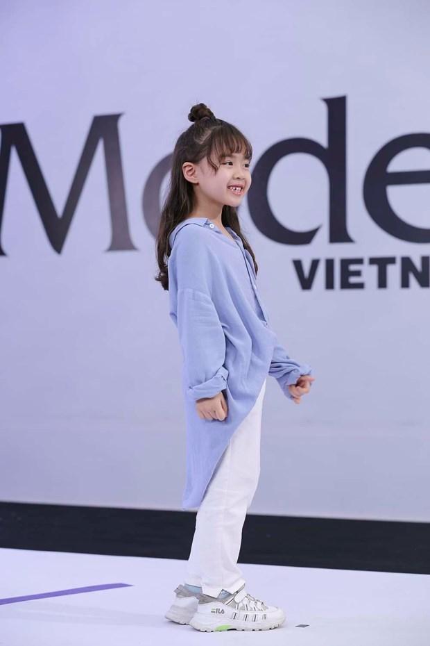 Model Kid Vietnam: 'Thien than nhi' gay an tuong voi huan luyen vien hinh anh 1