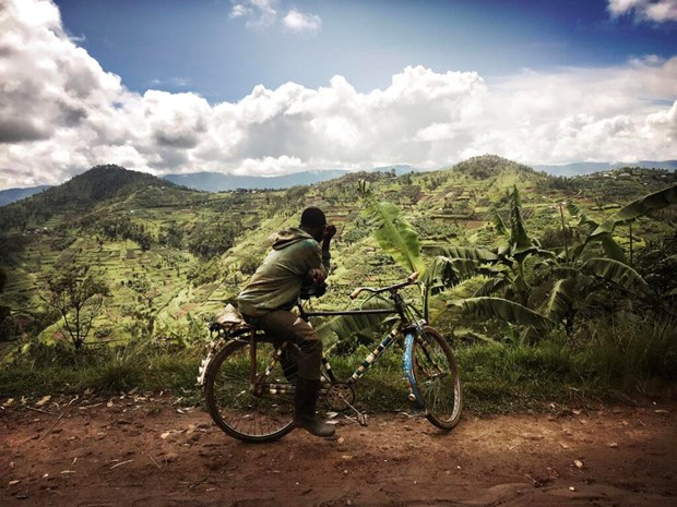 Cau chuyen rung ron dang sau hat caphe Hingakawa cua phu nu Rwanda hinh anh 1