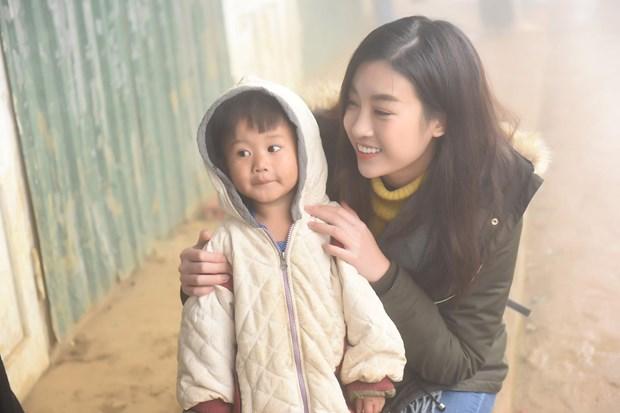 'Cho di la con mai': Hoa hau Do My Linh cung me dang ky hien tang hinh anh 1