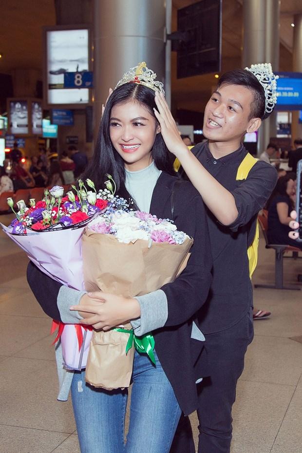 Miss Grand International: Kieu Loan bat khoc giua san bay ngay tro ve hinh anh 1