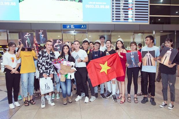 Miss Grand International: Kieu Loan bat khoc giua san bay ngay tro ve hinh anh 4