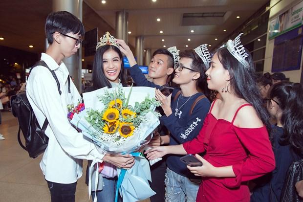 Miss Grand International: Kieu Loan bat khoc giua san bay ngay tro ve hinh anh 5