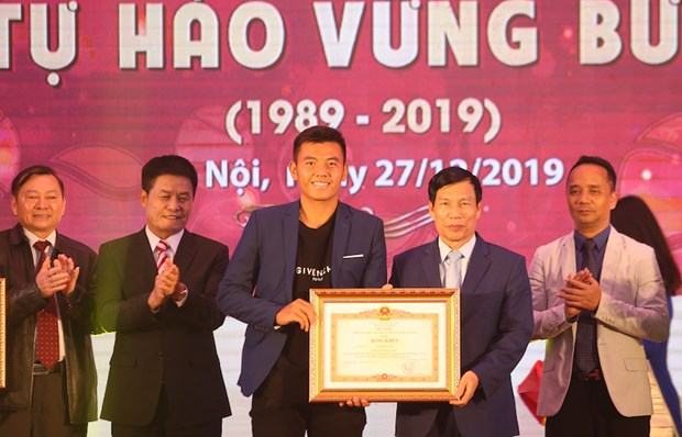 Lien doan Quan vot Viet Nam nhan tai tro 'khung' tu Vietravel Airlines hinh anh 1