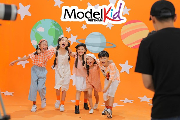 "Model Kid Vietnam: Cac 'thien than nhi"" doi mat thu thach 'kho nhan' hinh anh 1"