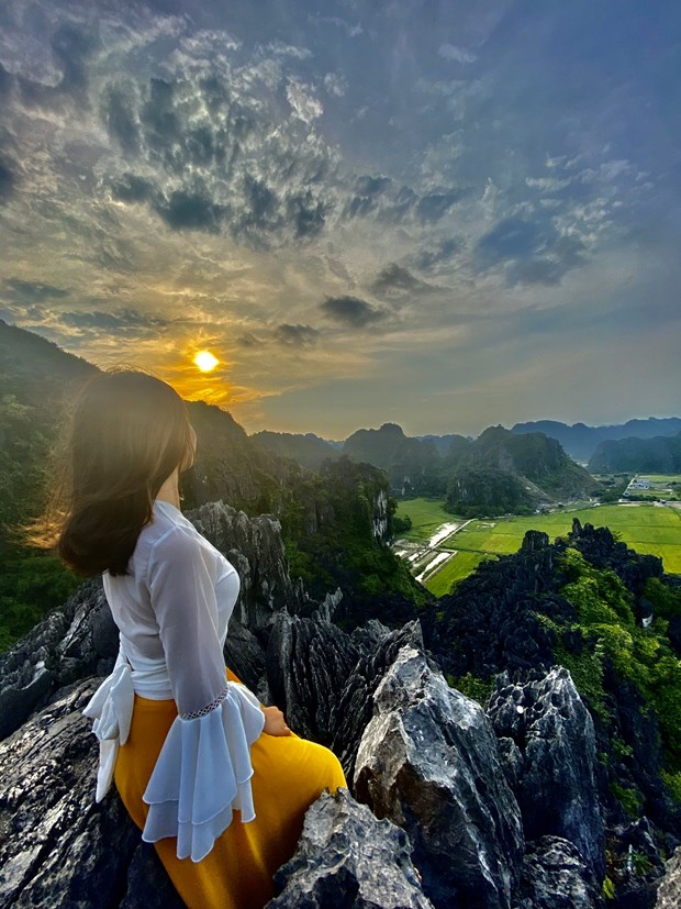 Ninh Binh: Diem danh nhung dia diem 'song ao' dep nhat mua He hinh anh 2