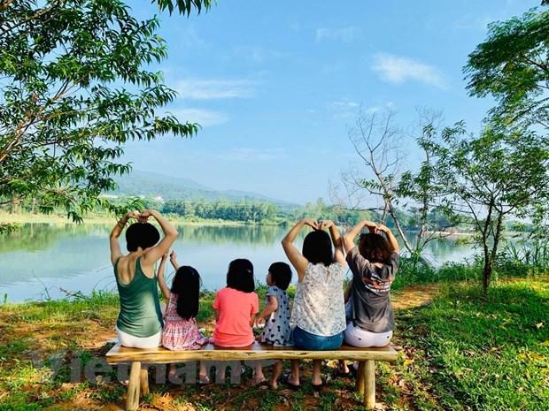 """Ha Noi: Thu du lich gan nha va tan huong """"staycation"""" sang chanh hinh anh 2"""