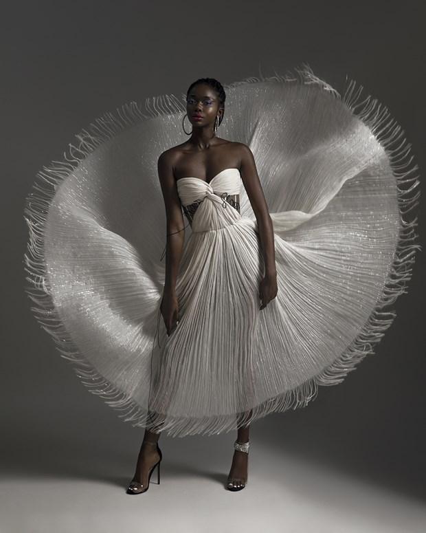 Nha thiet ke Viet ra mat bo suu tap rieng tai London Fashion Week 2021 hinh anh 3
